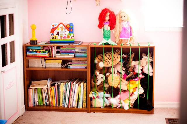 20+ Creative DIY Ways to Organize and Store Stuffed Animal Toys --> Use Bookshelf and Bungee Cords to Build Stuffed Animal Zoo