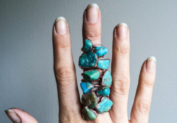 Buying Gemstone Jewelry? Here's a Quick Guide To The Popular Stones - refractive index, jewelry, hardness, gemstone, fracture, density, color, cleavage