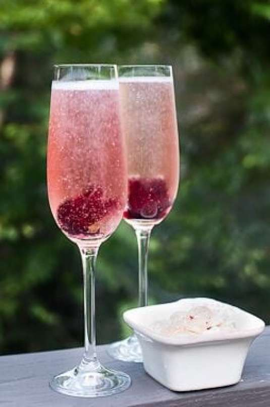 15 Festive Champagne Cocktail Recipes (Part 1) - Gin Cocktail recipes, Cocktail recipes, Champagne Cocktail Recipes, Champagne Cocktail, champagne