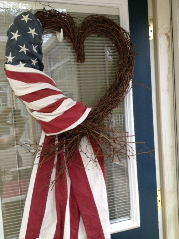 15 Great DIY 4th Of July Wreaths (Part 1) - DIY 4th Of July Wreaths, DIY 4th Of July Wreath, 4th Of July Wreaths, 4th of July Wreath, 4th of July diy wreath
