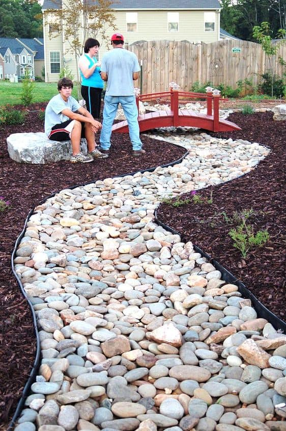 10 Gorgeous And Easy DIY Rock Gardens - DIY Rock Gardens, DIY Rock Garden Ideas, DIY Rock Garden