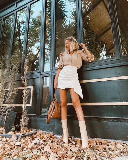 13 Mini Skirt Outfits You Need to Re-Create This Fall - Mini Skirt Outfits, Leather Mini Skirt Outfits, Casual Fall Outfits