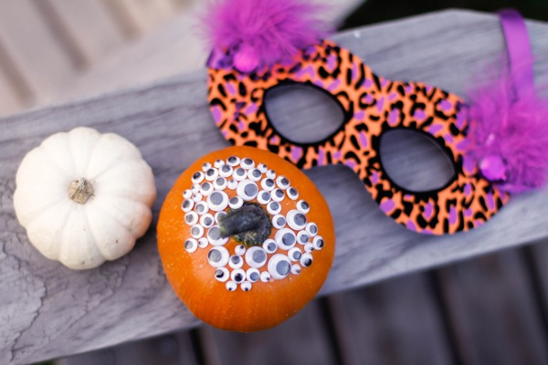 14 Spooktacular DIY Halloween Decorations (Part 2) - Dollar Store DIY Halloween Decor, diy Halloween decorations, DIY Halloween Decor