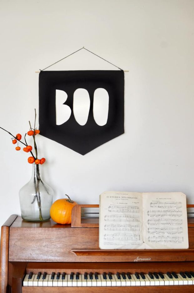 13 Easy Halloween Crafts You Can DIY - Outdoor DIY Halloween Crafts, Halloween Crafts for Kids, halloween crafts, DIY Halloween Crafts