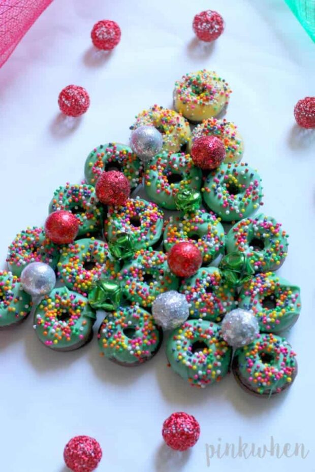 13 Festive Christmas Desserts to Get You in the Sweet Holiday Spirit - Finger Food Christmas Desserts, Festive Christmas Desserts, Christmas desserts
