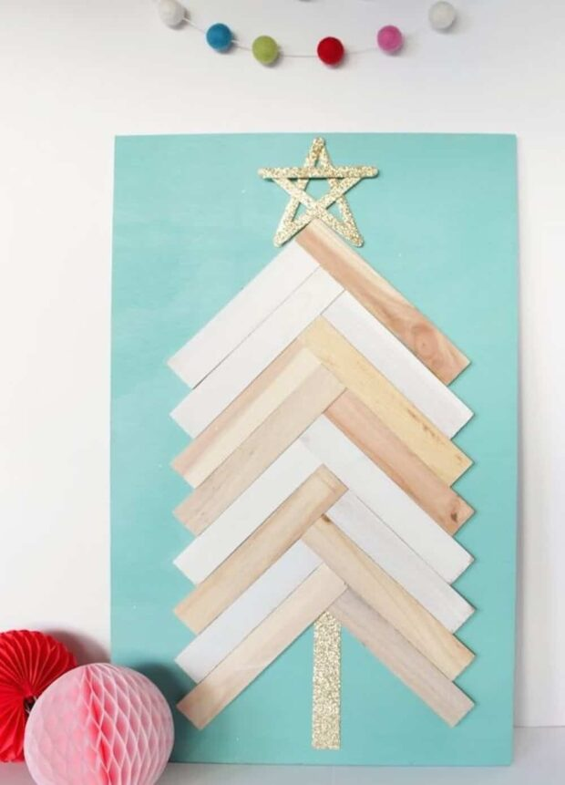 DIY Festive Christmas Wall Decor Ideas that will Instantly Get You into the Holiday Spirit - Diy Christmas, Christmas Wall Decor Ideas, Christmas Wall Decor