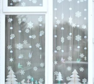 13 Whimsical DIY Christmas Window Decorations to Inspire Holiday Spirit - DIY Christmas Window Decorations, DIY Christmas Window Decoration, Christmas Window Decorations