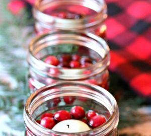13 Pretty DIY Christmas Table Decorations - DIY Christmas Table Decorations, DIY Christmas Table Decoration, Christmas Table Decorations