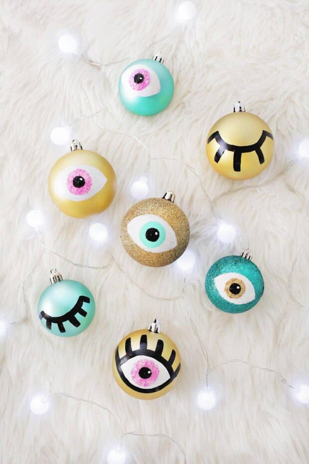 13 DIY Christmas Ornaments That'll Look Stunning on Your Tree This Year - DIY Crochet Christmas Ornaments, DIY Christmas Ornaments Kids Can Make, Diy Christmas ornaments, Christmas ornaments