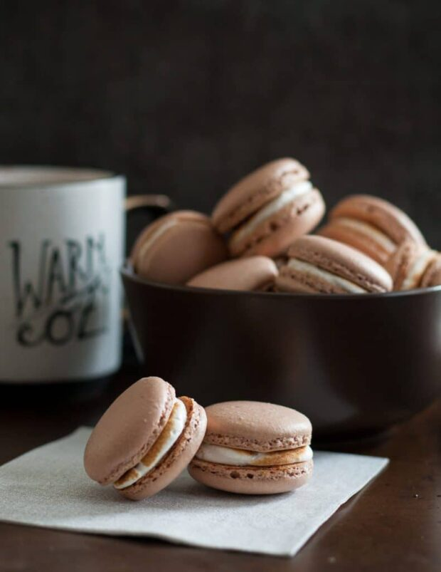 12 Recipes for The Best Winter Flavored Macarons (Part 1) - winter macarons, Winter Flavored Macarons, winter desserts, macarons recipes, macarons, Flavored Macarons