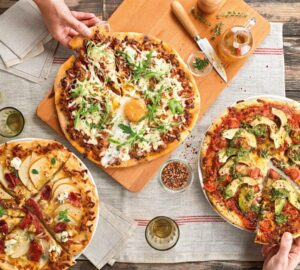 Why Shouldn't You Cut The Pizza Into Slices to Eat It? - Portafoglio pizza, pizza lovers, pizza in slices, pizza food, pizza, food & drinks, food