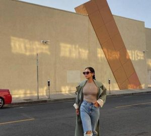 The Anti Skinny Jeans Trend Returns Cooler Than Ever - Trend, style motivation, jeans trends, jeans, fashion, anti skinny jeans
