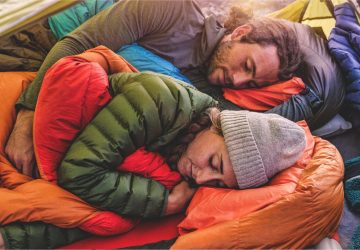 5 Thing to consider while choosing a SLEEPING BAGS - zippers, temperature, sleepbags, right fit, insulation, glamping, Camping