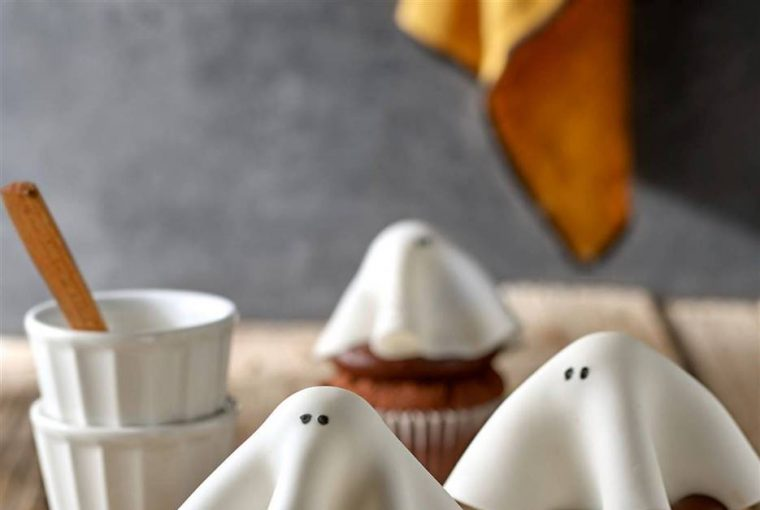 Easy Recipes To Make With Your Kids For Halloween (Part I) - style motivation, Halloween treats, Halloween sweets, Halloween desserts for kids, Halloween desserts, food style, food