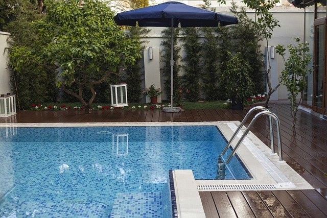 Pool Maintenance: Why It's Important To Keep Your Pool Clean - pool maintenance, pool, ph, cleaning, clean a pool